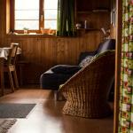 chalet belalp onderste woning woonkamer